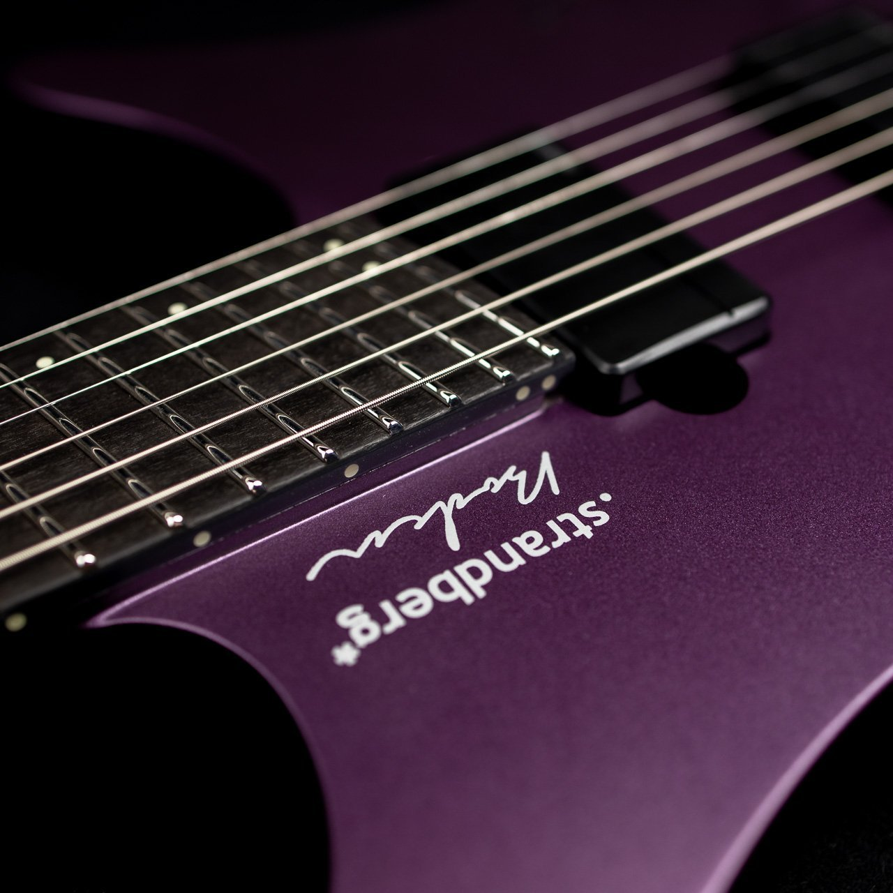 Headless Guitar Boden Metal purple closeup