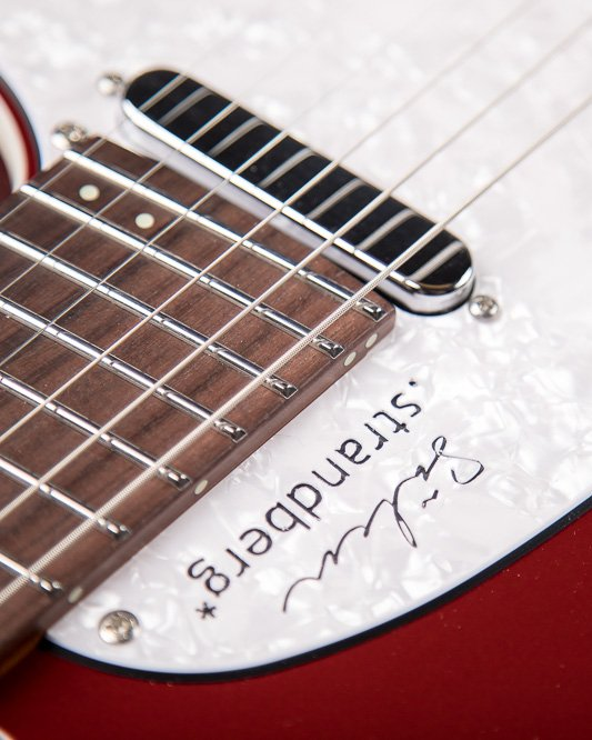 Sälen deluxe candy apple red 6 string closeup