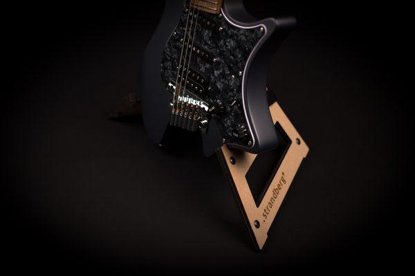 collapsible guitarstand strandberg with strandberg headless guitar