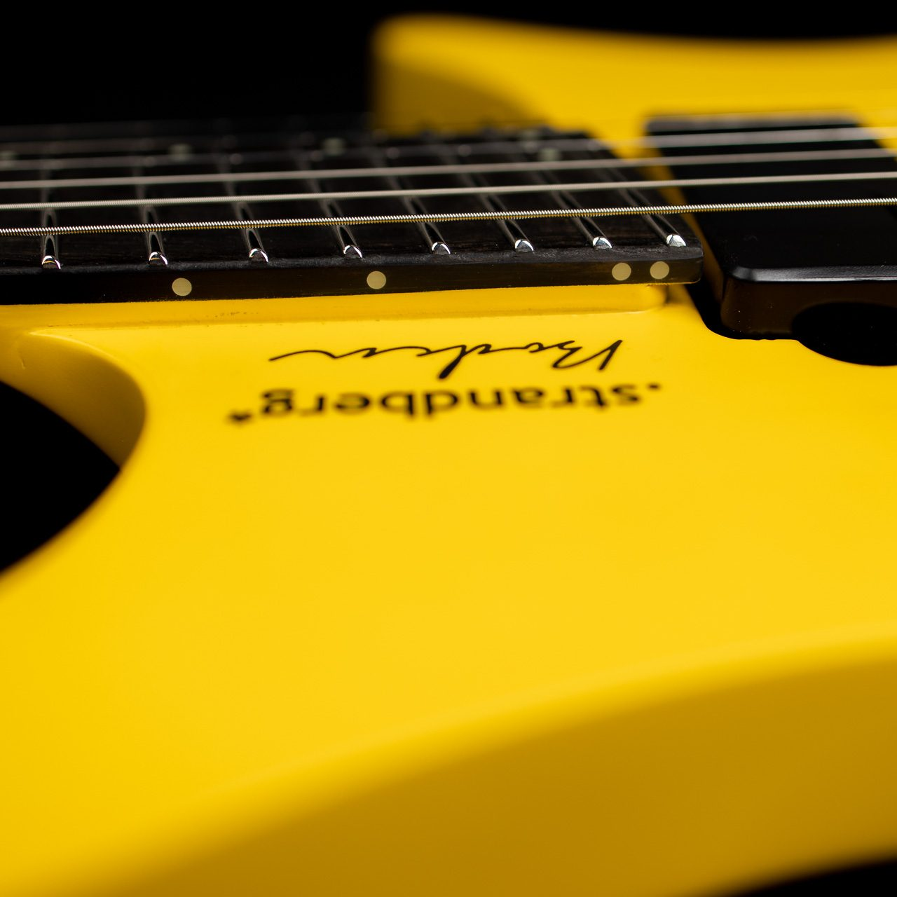 Headless Guitar Boden Metal yellow closeup
